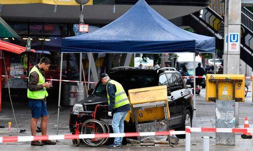 Ein Autofahrer ist am Sonntag in Berlin in eine Menschenmenge gerast und hat mehrere Menschen verletzt