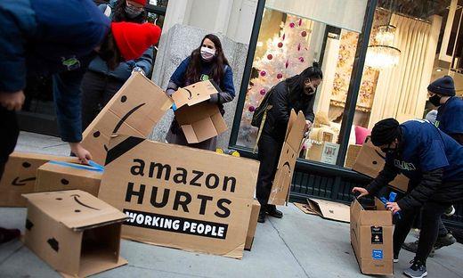 Proteste gegen die Arbeitsbedigungen bei Amazon hatten Kündigungen zur Folge