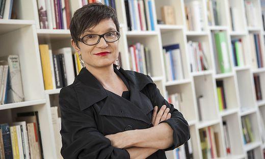 Olga Flor zerpflückt in ihrem neuen Roman das Idyll des Ländlichen