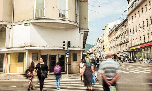Steht nach wie vor leer: Große Geschäftsfläche im Rosseggerhaus