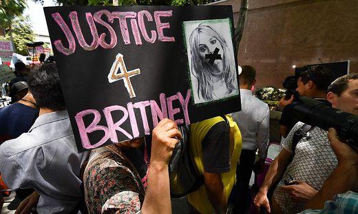 Solidaritätskundgebung für Britney Spears vor dem Gericht in Los Angeles