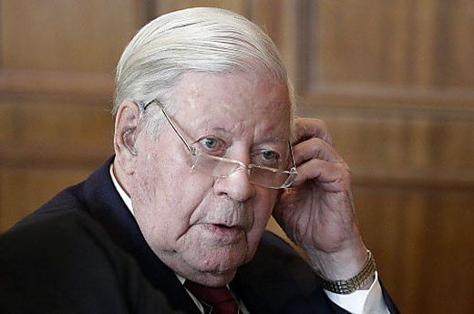 Ex-Kanzler Helmut Schmidt - helmut-schmidt-apa_1425478534569879_v0_h