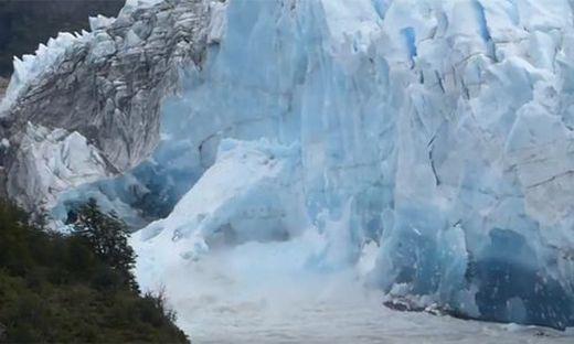 Spektakulärer Durchbruch von argentinischem Gletscher