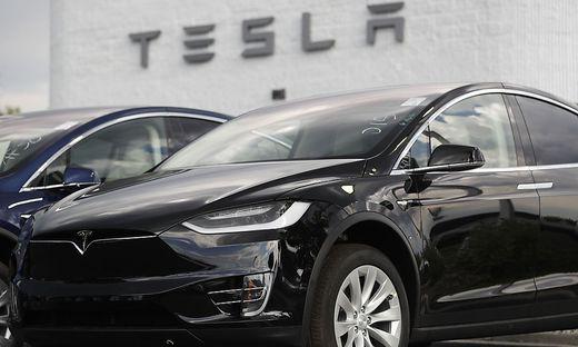 2018 Tesla Model X, r m