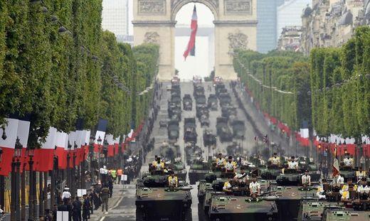 Jedes Jahr am 14. Juli findet in Paris eine große Militärparade statt