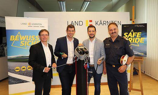 Klaus Robatsch, Marin Gruber, Sebastian Schuschnig und Adolf Winkler (von links) mit einer Radservicestation