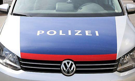 Die Polizei fand die Fahrerflüchtige wenig später vor einem Supermarkt