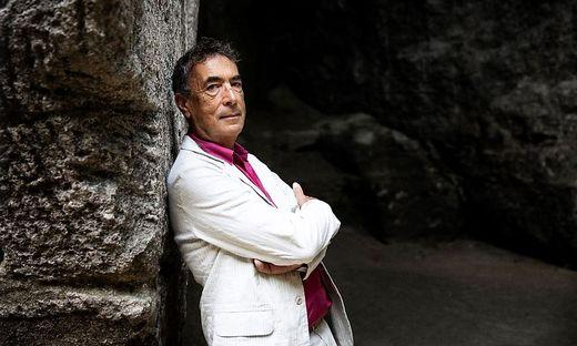 """Hubert von Goisern ist auf seiner neuen CD """"Zeit & Zeichen"""" wieder weit, weit weg geflogen"""