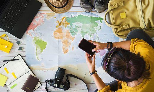 Blick auf die Landkarte: Wo soll der Urlaub heuer gebucht werden?