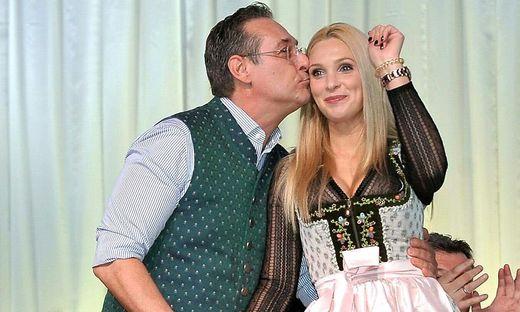 Insider: Philippa Strache zog mit Kind zu Eltern