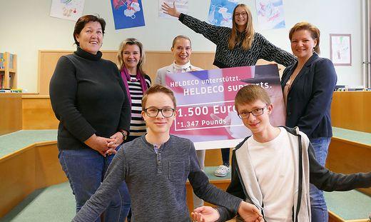 NMS-Thörl-Lehrerinnen Monika Menrath, Elfriede Töscher, Nadja Goyer mit Heldeco-Chefin Sabine Dettenweitz