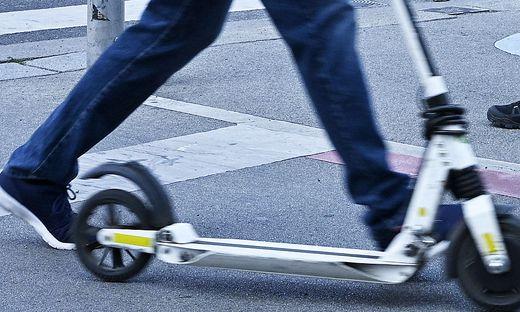 E-Scooter-Fahrer stieß mit Radler zusammen