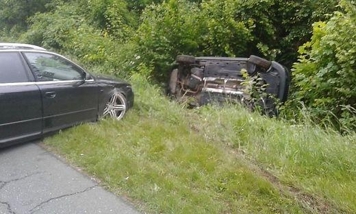 Das Auto kam auf der Fahrerseite zum Liegen