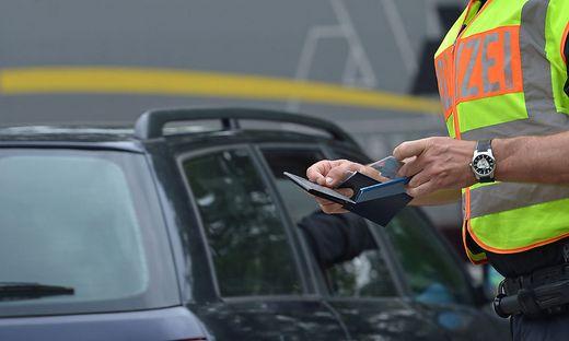 Ein 17-Jähriger wurde in Linz ohne Führerschein und Zulassung erwischt