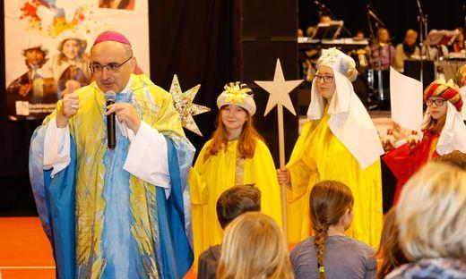 Bischof Krautwaschl bedankte sich bei den Sternsingern