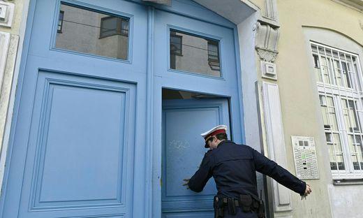 Bluttat in Wien: Tatortgruppe sechs Wochen nach Tat in Wohnung
