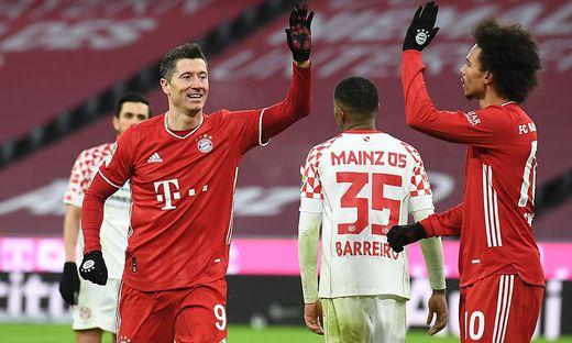 Robert Lewandowski (links) und Leroy Sane jubelten über ein 5:2 gegen Mainz
