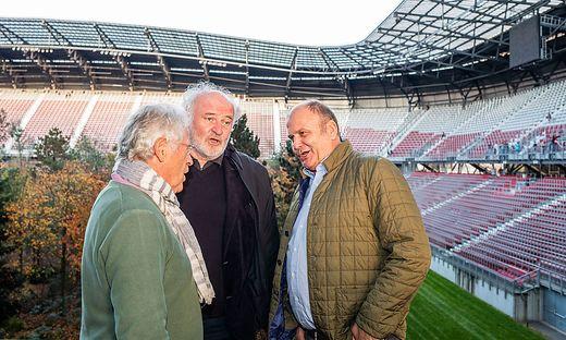 Am Sonntag, dem letzten Tag von For Forest sangen Herbert Waldner, Verleger Lojze Wieser und Volkskultur-Experte Richi Di Bernardo (von rechts) ein Ständchen