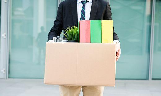 Grundsätzlich muss der Dienstgeber keinen Grund für eine Kündigung nennen, er muss nur die vorgeschriebenen Fristen und Termine einhalten