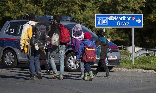 Flüchtlinge passierten Spielfeld