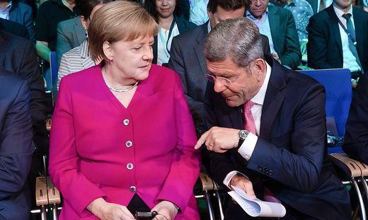 Bernhard Mattes mit Angela Merkel auf der IAA