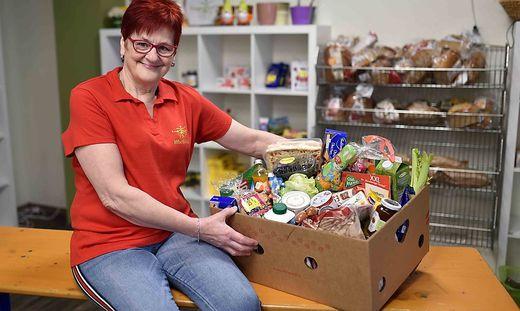 Melitta Pirolt verteilt zweimal pro Woche Lebensmittel an Bedürftige in St. Veit