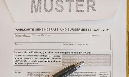 Im grauen Feld auf der Rückseite des Wahlkarten-Kuverts darf die Unterschrift nicht fehlen