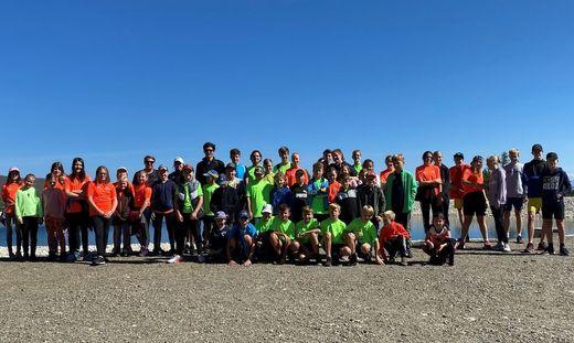 Kinder und Trainer beim sportlichen Ausflug auf die Hochrindl