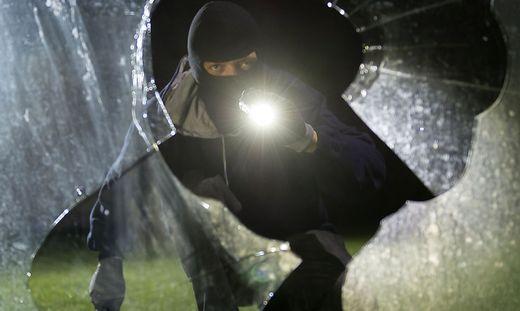 Die Einbrecher verschafften sich durch ein Fenster Zutritt in den Supermarkt