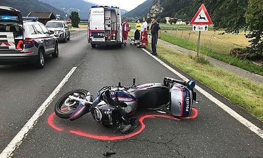 Ein Motorradpolizist wurde schwer verletzt