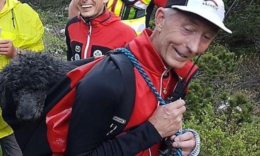 Erwin Oraze, Chef der Bergrettung Ferlach, brachte den Königspudel ins Tal