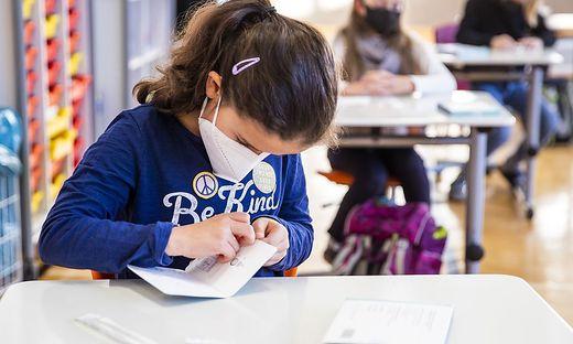 In den Kärntner Schulen, wie hier in der Volksschule Krumpendorf, beteiligen sich rund 98 Prozent der Kinder an den Selbsttests