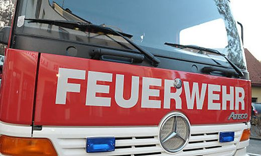 Bei Ofen brach Glasfenster: Glutreste setzten Parkett in Brand