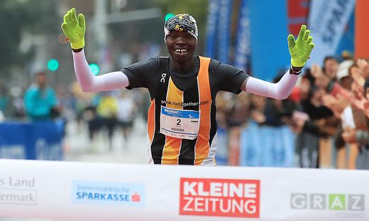 Charles Ndiema siegte
