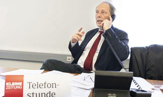 Alexander Jelly, Vizepräsident der Kärntner Rechtsanwaltskammer beantwortete in der Telefonstunde der Kleinen Zeitung interessante Leserfragen.