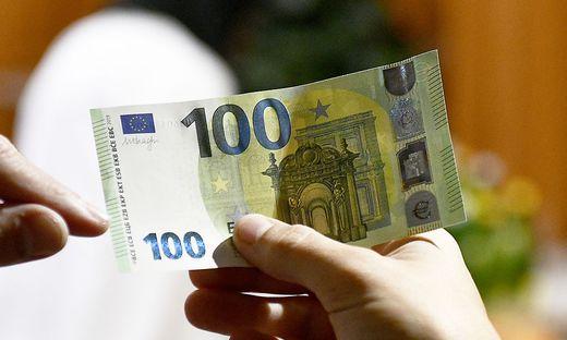 PRAeSENTATION DER NEUEN '100-UND 200 EURO BANKNOTEN'