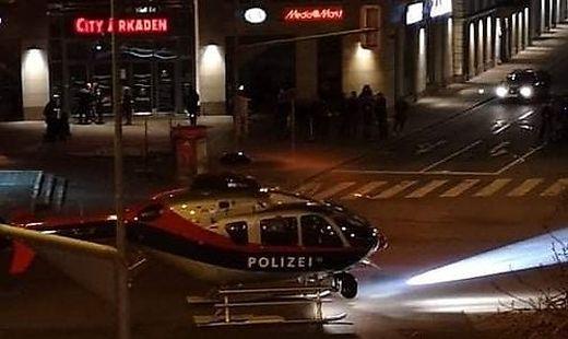 Mitten in der Nacht landete der Helikopter neben den City Arkaden.