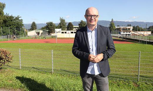 Marco Krätschmer, Direktor der VS Lindfeld, hat Anfang September auch die Leitung der Neuen Mittelschule Dr.-Karl-Renner übernommen. Langfristig wird ein Schulcluster angestrebt – möglicherweise unter Beteiligung der Polytechnischen Schule
