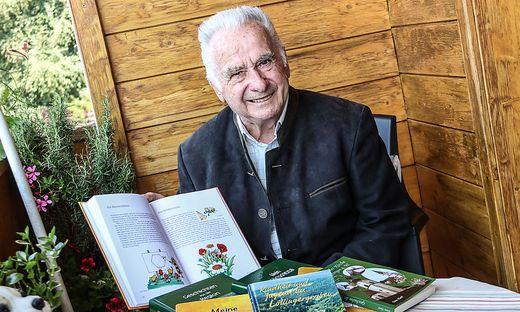 Erzähler, Beschreiber, Verleger: Franz Hartl, seit 60 Jahren auch Imker, mit seinem neuesten Buch
