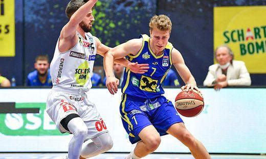 Lukas Simoner (rechts) absolvierte gegen Gmunden eine starke Partie