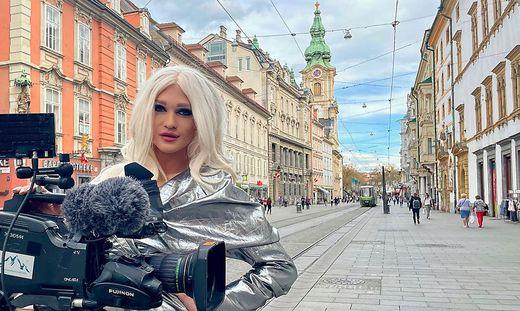 Christoph Skoff ist im echten Leben Hairstylist in Graz - am Gesellschaftsparkett aber als Drag Queen Gloria Hole unterwegs