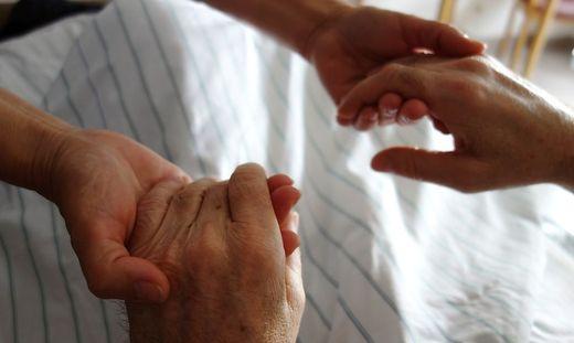 Sterbehilfe, eine ethische Abwägung zwischen persönlicher Freiheit und Schutz des Lebens