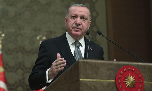 Erdogan will die international anerkannte Regierung in Tripolis in ihrem Kampf gegen Haftar unterstützen.