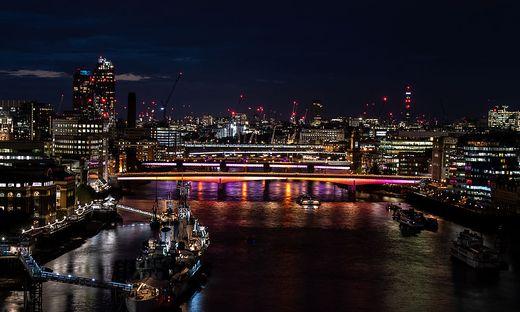 Viele historische Brücken in London haben die Grenzen ihre Belastbarkeit erreicht. Ein bitteres Gerangel um Geld und Zuständigkeit ist an der Themse entbrannt. Zudem herrscht auch am Land vielerorts Einsturzgefahr.