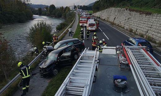 Alle am Unfall beteiligten Personen wurden verletzt und ins Krankenhaus gebracht