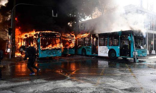 Santiago im Herbst 2019: Die Busse brennen und der Volkszorn lodert. Aber nicht nur in Chile, in vielen Ländern Lateinamerikas ist die Lage prekär