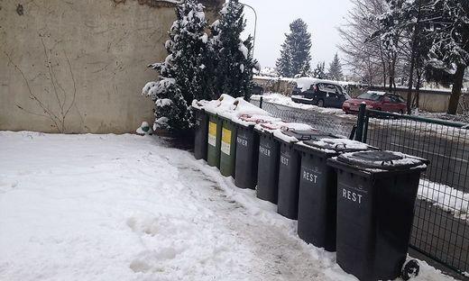 In einer dieser Mülltonnen wurde das Baby am 5. Jänner 2016 gefunden