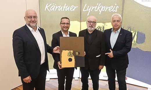 Stadtwerke-Vorstand Erwin Smole, der Klagenfurter Schulstadtrat Franz Petritz, Jury-Vorsitzender Günter Schmidauer und Stadtwerke-Sprecher Harald Raffer