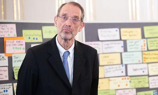 PK 'PRAeSENTATION DER MAszNAHMEN ZUR VERBESSERUNG DER ZENTRALMATURA IM FACH MATHEMATIK'
