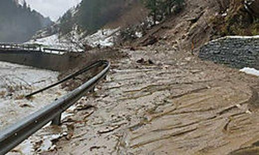 Nach Aufräumarbeiten und geologischem Ortsaugenschein ist Straße seit gestern wieder befahrbar